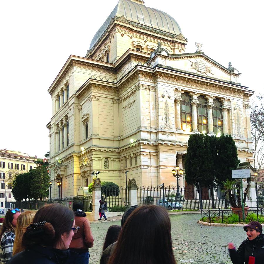 Silvia at the Great Synagogue, Main Temple